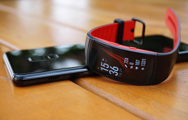 vòng đeo tay thông minh Samsung Gear Fit 2 Pro