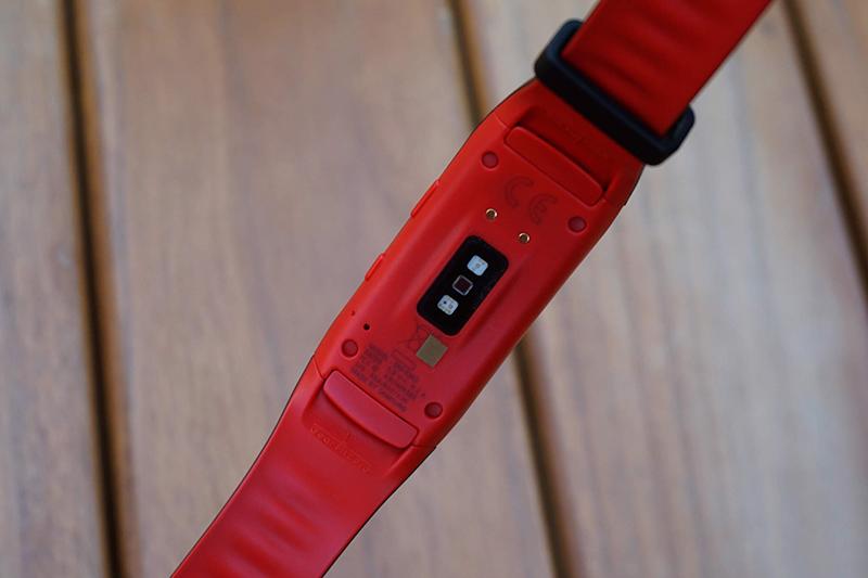 vòng đeo thay thông minh Gear Fit 2 Pro